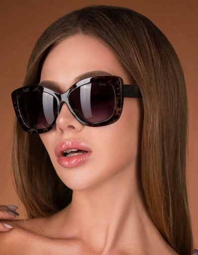 Tortoise rimmed sunglasses with grey lenses