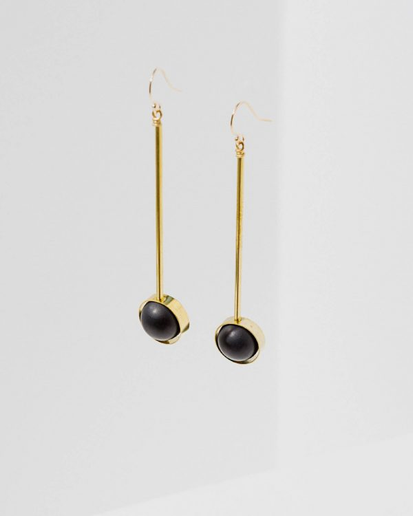 Brass earrings with onyx stones
